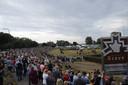 Het massaal toegestroomde publiek in Grave bij het Balonfestival