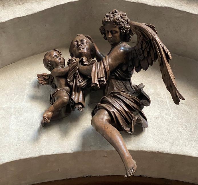 Engelen met het hoofd van de heilige Martinus, ook één van de Wouwse beelden die nu in Paderborn zijn. Het wordt toegeschreven aan de Antwerpse beeldhouwer Hendrik Frans Verbruggen.