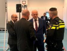 Minister Grapperhaus bezoekt familie slachtoffers flatbrand in Arnhem