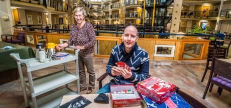 Vrijwilligers helpen weer in woonzorgcentrum Borne: 'Veilig knuffelen moet kunnen'