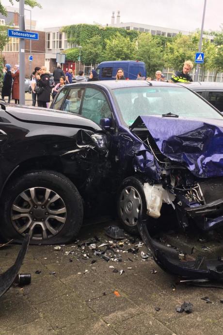 Automobilist richt ravage aan tijdens dollemansrit in Oude Noorden