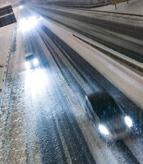 Sneeuw Frankrijk eist één leven, 330.000 huizen zonder stroom