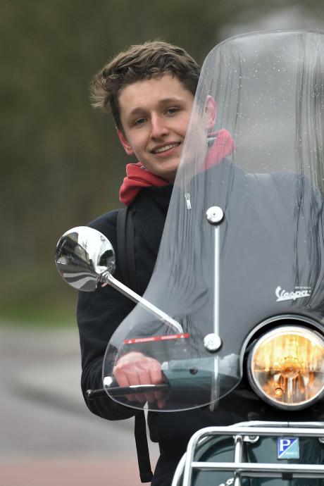 'Snorfietser moet helm op en van het fietspad af'