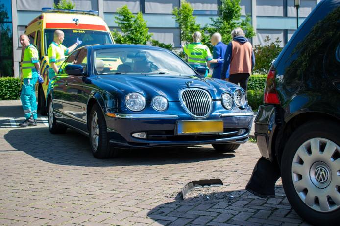 Oudere man botst tegen geparkeerde auto in Goirle