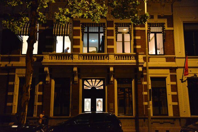 De recherche doet onderzoek in advocatenkantoor in de Sophiastraat in Breda.