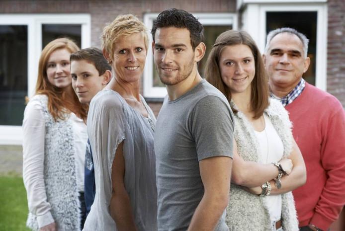 Vlnr. Stephanie, Sebastien, Annemarie (moeder), Vincent, Frederique en Piet (vader) Janssen.