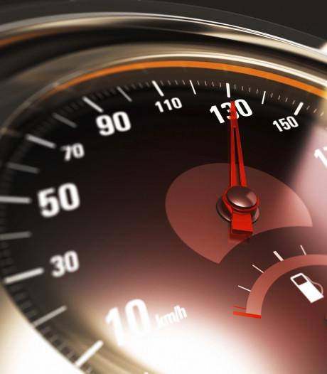 Bestuurder (20) uit Wijk en Aalburg rijdt 67 km per uur te hard en moet dan rijbewijs inleveren