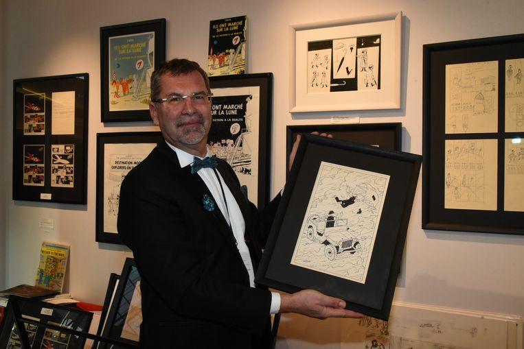 Brafa Brussel: Kunsthandelaar Bernard Soetens met werken van Herge.