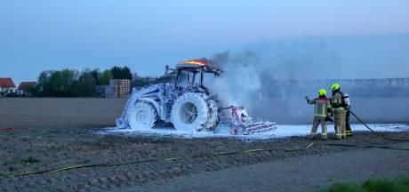 Landbouwvoertuig in brand bij Kats