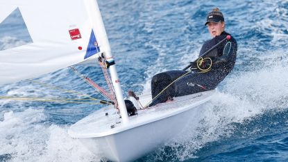 Op medaillekoers: Emma Plasschaert schuift op naar vierde plek op WK zeilen