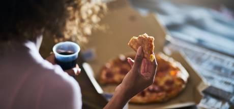 Juist nu belangrijk om gezond te eten: 'Voor je het weet, weeg je tien kilo meer'