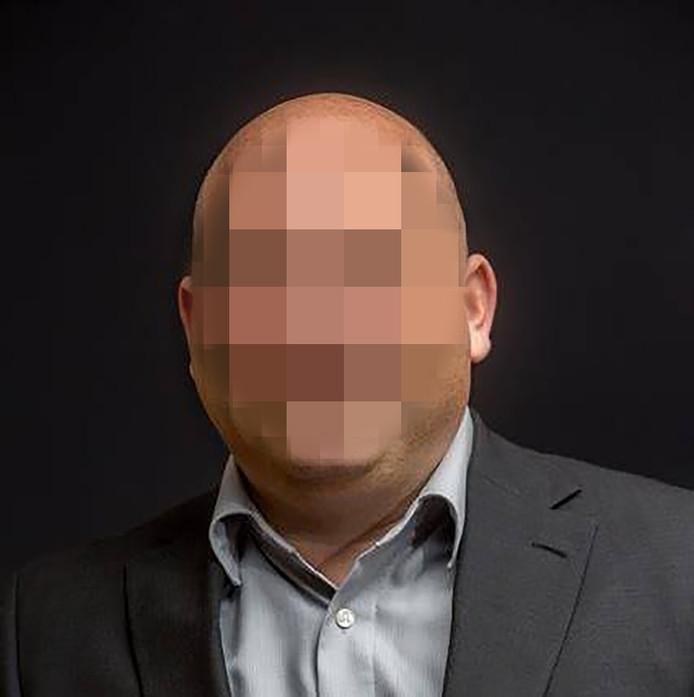 Mischa van G. (50)  wordt ervan verdacht zijn eigen overval in scène te hebben gezet.
