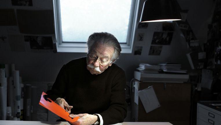 Dick Bruna op 83-jarige leeftijd in zijn atelier in Utrecht, 2010. Beeld Joost van den Broek
