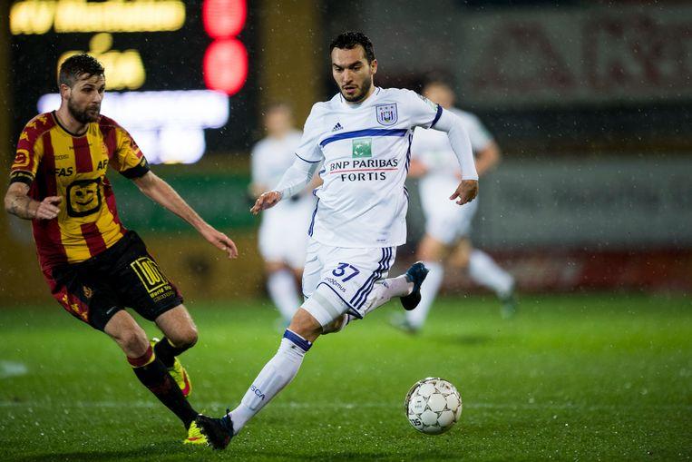 Ivan Obradovic wil zich de bal niet laten afsnoepen.