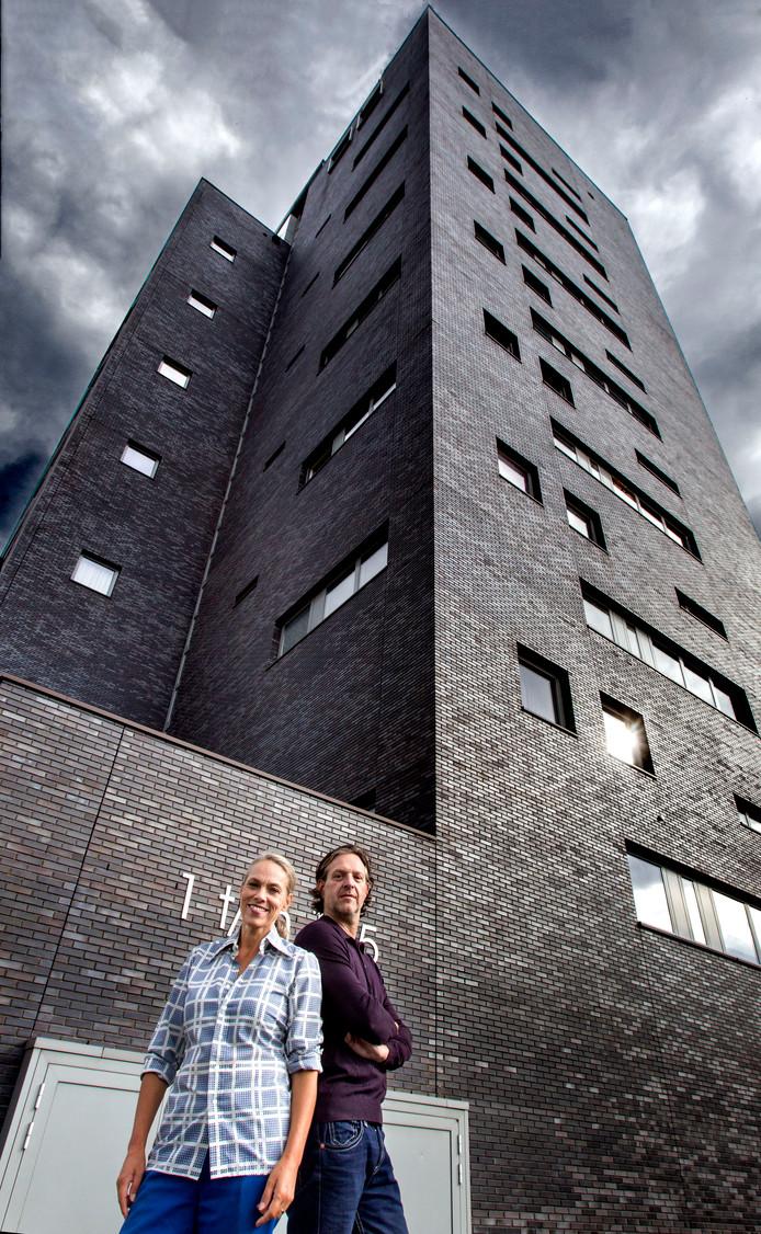Wilbrand en Marieke Meischke voor hun flat in Eindhoven