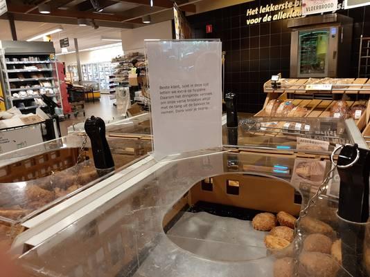 Bij Jumbo in Nistelrode kun je overal ruim om andere klanten heen. En ook over de zelfbedieningsbroodjes hebben ze in ieder geval nagedacht.