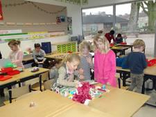 Samenspelen met sinterklaascadeautjes in Sint-Michielsgestel