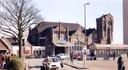 Op deze foto uit 1995, vlak voor de sloop van het vorige station, was de klok al uit de toren gehaald. Het nieuwe stationsgebouw werd op 31 oktober 1997 in gebruik  genomen. Burgemeester Annie Brouwer verrichtte, samen met P. Stulp, directeur van de NS- Stations, de officiële opening.