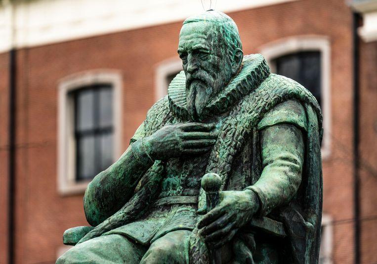 Een standbeeld van Van Oldenbarnevelt in Den Haag. Beeld Freek van den Bergh