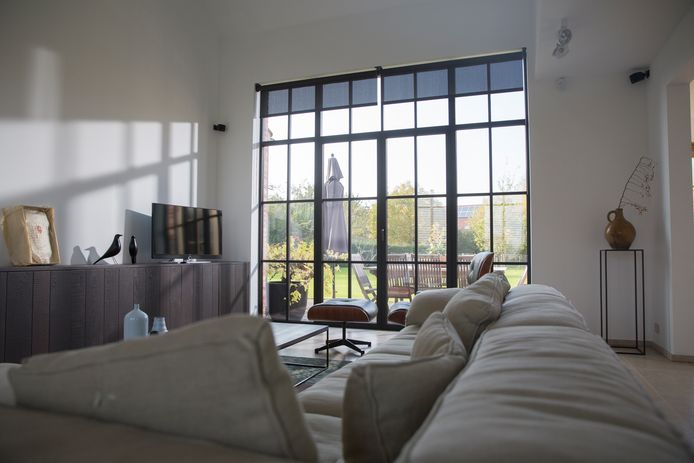 Les fenêtres d'aspect acier sont également populaires : elles ressemblent à d'authentiques fenêtres en acier, mais sont en aluminium.