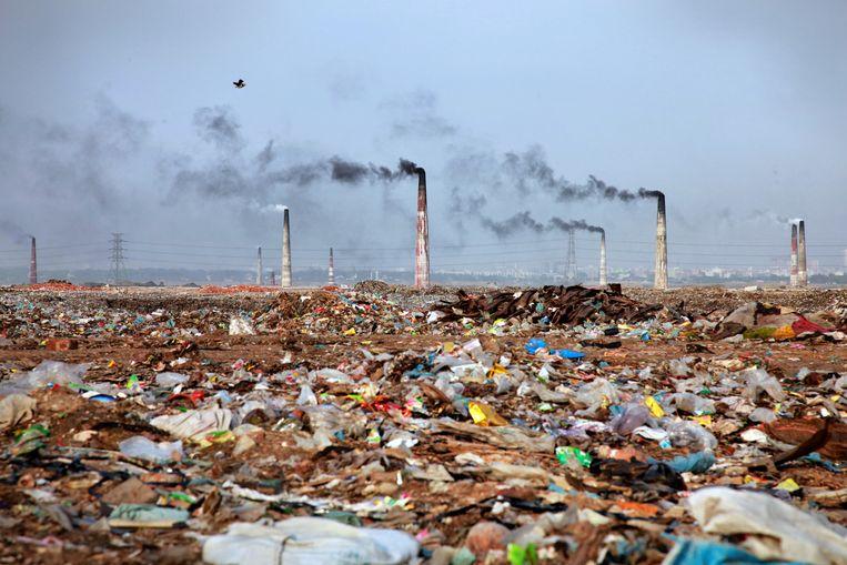 In Dhaka, de overbevolkte hoofdstad van Bangladesh, is het vechten om een hapje propere lucht.