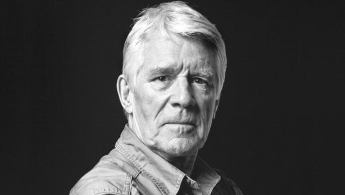 Cabaretier En Schrijver Kees Van Kooten Treedt Op én Af