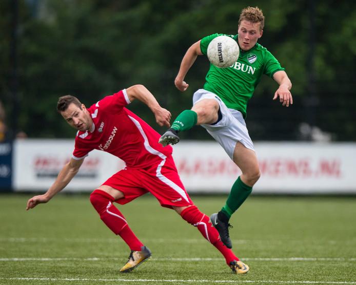 Robbin Thuss (links) maakte de 0-1 voor AZSV tegen Urk. Foto Rodney Kersten