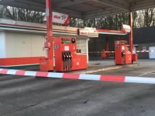 Wat als het populairste tankstation in Elten gesloten is? Dan ga je in de rij staan voor de andere