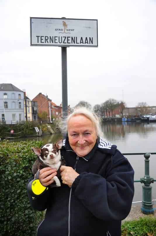 Marie-Jose Filiaert met hondje Poppy