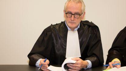 Politierechter Peter D'hondt laat beklaagde boeken lezen als probatievoorwaarde
