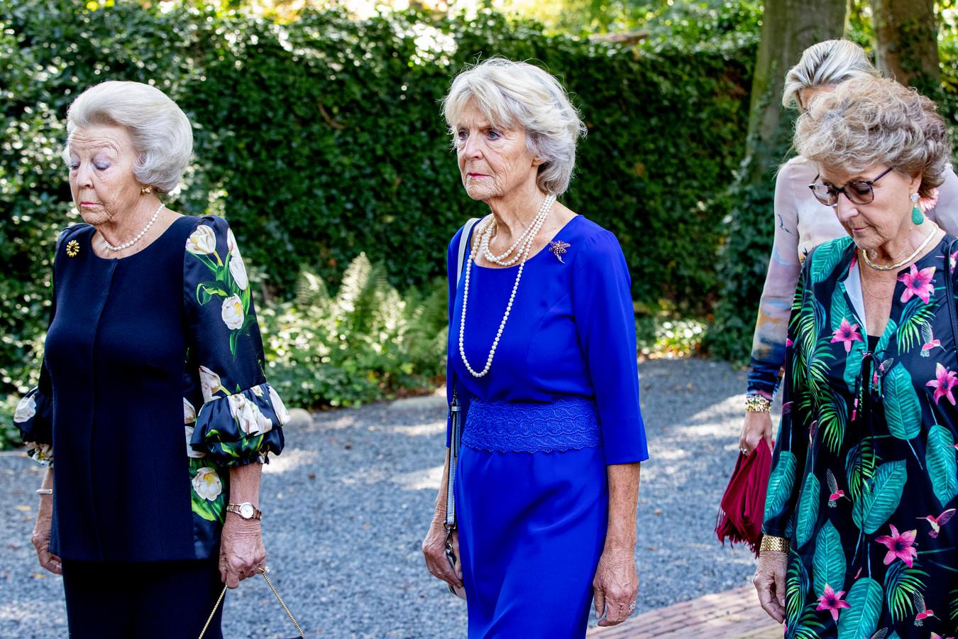 Prinses Beatrix met haar zussen Irene en Margriet.