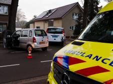 Vijf kinderen in taxibusje met de schrik vrij na botsing