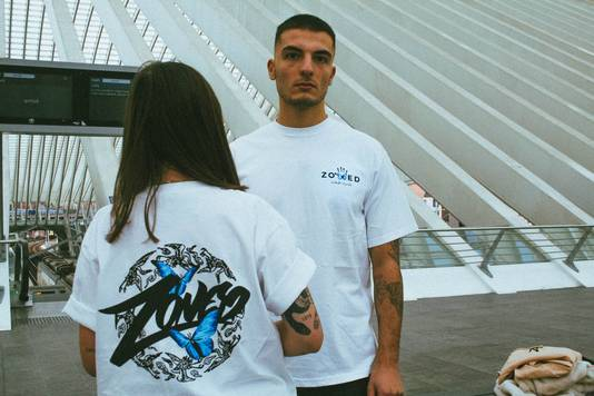 10% des bénéfices sur la vente de ce t-shirt sont reversés à une association de soutien au Ouïghours. Zoned Clothing.