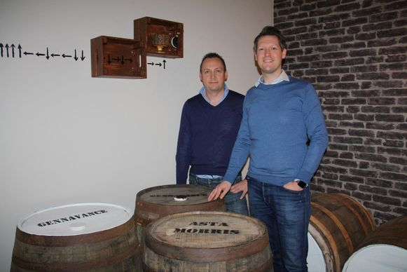 Chris Van Rosmalen en Tony Pylyser in hun escape room Aqua Vita in Diksmuide. Alles draait hier om whisky.