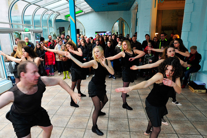 Dansers van de Aleph, tijdens een Dromen.Doen.Heusden-dag eerder in de Poort van Heusden in Drunen.