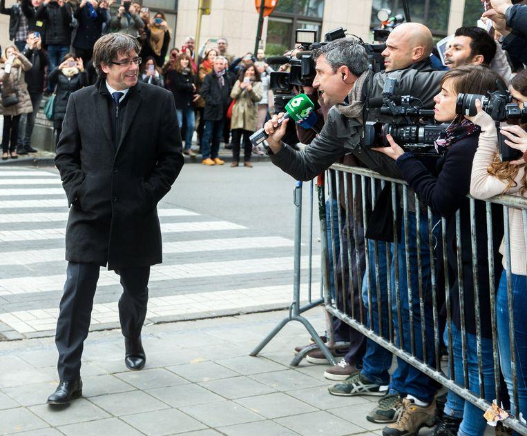 Rustig en met een brede lach op het gezicht: zo kwam Puigdemont deze middag aan in Brussel.