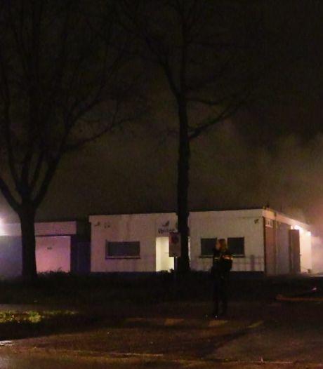 Veel rookontwikkeling bij brand in Enschedees bedrijfspand