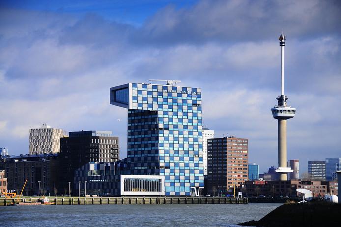 De hoofdvestiging van het Scheepvaart- en Transportcollege (STC) in het Loydkwartier. Gisteren kwam een 17-jarige leerling van de school om het leven bij een bedrijfsongeluk bij Steinweg in de Europoort.