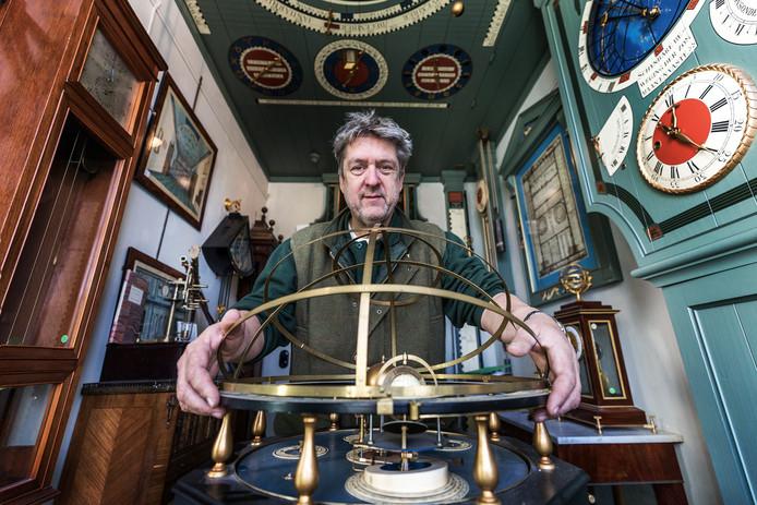 Bert Degenaar, antiquair en beheerder van Planetarium Zuylenburgh.