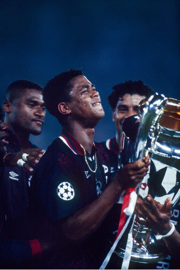 1995: Patrick Kluivert met de beker met de Grote Oren. Ajax was de laatste Nederlandse winnaar. Beeld null