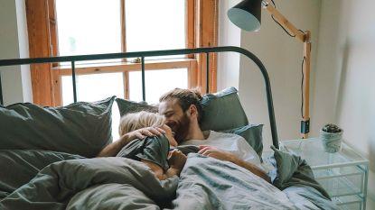 Tussen de lakens: de 4 grootste verschillen tussen hoe mannen en vrouwen slapen