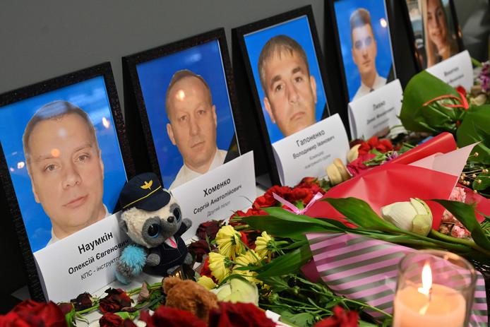 Les photos de l'équipage ont été exposées à l'aéroport de Kiev