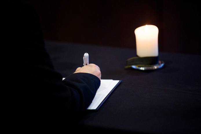 Het condoleanceregister dat vrijdagochtend is geopend na het overlijden van prinses Christina stroomt direct al vol met reacties.