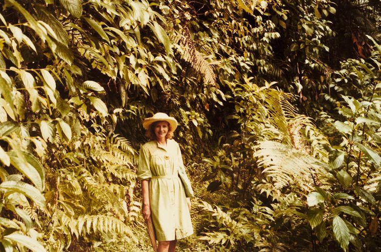 Anne Glenconner in het struikgewas op Mustique. Beeld