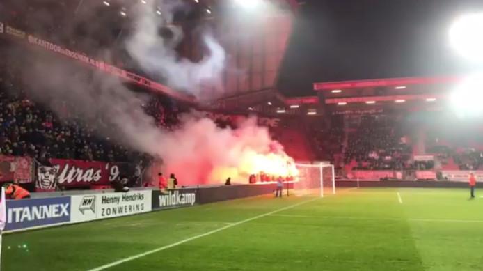 Voorafgaand aan het duel FC Twente - Ajax werden de twee jongens herdacht.