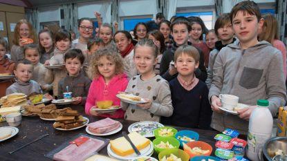 Ouderraad trakteert leerlingen op gezond ontbijt