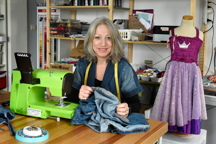 Mariska Haagh in haar atelier