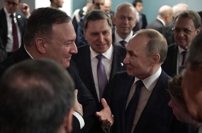 Mike Pompeo et Vladimir Poutine.