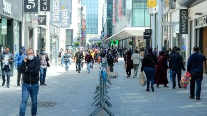 """Druk, maar geen overrompeling in Nieuwstraat: """"Blij dat we nog eens buiten kunnen"""""""
