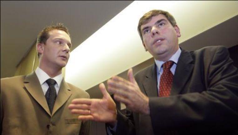Filip Dewinter (rechts) en Bart Debie konden niet echt op een hartelijke ontvangst rekenen. (archieffoto)